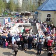 Совершен чин освящения куличей прихожанам и жителям района