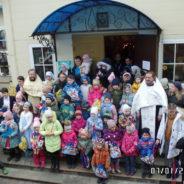 Рождественский молебен со Святым Причастием для детей и Рождественский детский праздник в храме священномученика Серафима